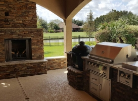 Outdoor Fireplaces/Firepits